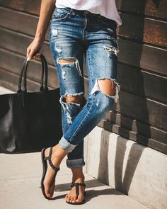 For your ideal soles and blue jeans you needn t look any further, this is personal perfect home. Womens Denim Overalls, Womens Ripped Jeans, Ripped Skinny Jeans, Skinny Fit, Outfit Jeans, Jeans Pants, Denim Fashion, Fashion Pants, Street Fashion