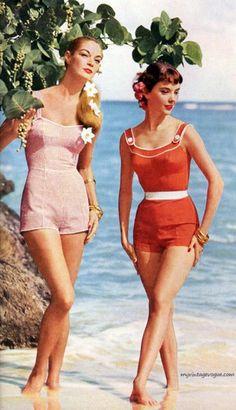 Bathing beauties 1956 vintage one-piece bathing suits swimsuit Look Vintage, Vintage Mode, Vintage Glamour, Vintage Beauty, Vintage Ladies, Fifties Fashion, Retro Fashion, Vintage Fashion, Vintage Bathing Suits