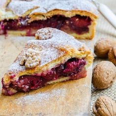 17 Easy Treats to Bake This Weekend There's something so magical about spending the weekend indoors Plum Pie, Romanian Food, French Toast, Cheesecake, Treats, Breakfast, Easy, Desserts, Recipes