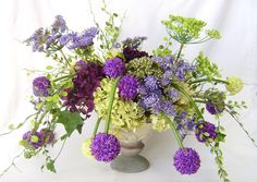 Alliums and Hydrangeas - a little odd, but I love the flowers as fireworks idea Green Hydrangea, Hydrangea Flower, Flower Bouquets, Hydrangeas, Silk Flower Arrangements, Allium, Silk Flowers, Fireworks, Floral Wreath