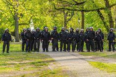 #press rund 2500 #polizisten  waren im einsatz bei der demonstration #walpurgisnacht #berlin #wedding