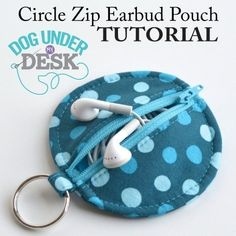 Circle Zip Earbud Pouch Tutorial - Dog Under My DeskYou can find Pouch tutorial and more on our website.Circle Zip Earbud Pouch Tutorial - Dog Under My Desk Easy Sewing Projects, Sewing Projects For Beginners, Sewing Hacks, Sewing Tutorials, Sewing Tips, Sewing Ideas, Scrap Fabric Projects, Tutorial Sewing, Basic Sewing