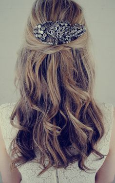 Jenny-Packham-Wedding-Hair-Accessory-ELLE-wedding