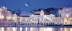 Ecco la nostra affascinante Trieste ...vista dal mare...piazza Unità d'Italia