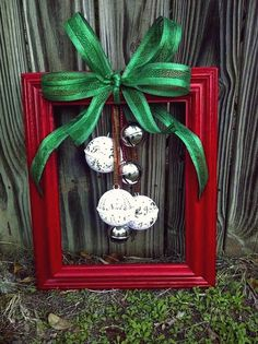 Did you come across some old picture frames that you want to upcycle? Well, here are some Creative Crafts Ideas using Old Picture frames! Christmas Wreaths To Make, Christmas Frames, Easy Christmas Crafts, Simple Christmas, Christmas Decorations, Holiday Decor, Cheap Christmas, Kids Christmas, Christmas Hair
