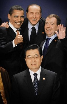 US President Barack Obama (left), Italian Prime Minister Silvio Berlusconi, (centre), Russian President Dmitry Medvedev (right) and President of China, Hu Jintao (bottom) have their picture taken at the G20 Summit.