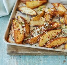 Garlic and parmesan potato wedges recipe - Asda Good Living Parmesan Potato Wedges, Potato Wedges Recipe, Parmesan Potatoes, Fried Potatoes, Potato Recipes, Veggie Recipes, Healthy Recipes, Healthy Dinners, Healthy Food