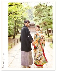 石畳のうえで振り返ってポーズ Kimono Dress, Kimono Top, Wedding Tips, Wedding Photos, Traditional Wedding Attire, Wedding Kimono, Japanese Wedding, Wedding Photo Inspiration, Japanese Kimono