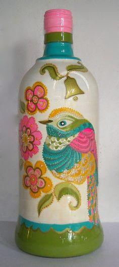 Botella pintada a mano, con pajarito estilo romantico, con colores pasteles y relieve
