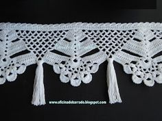 If you looking for a great border for either your crochet or knitting project, check this interesting pattern out. When you see the tutorial you will see that you will use both the knitting needle and crochet hook to work on the the wavy border. Crochet Boarders, Crochet Edging Patterns, Crochet Lace Edging, Thread Crochet, Crochet Trim, Love Crochet, Filet Crochet, Crochet Doilies, Easy Crochet