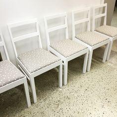 #verhoilu #tuoli #keittiöntuoli #verhoomo #verhoomovanhanviehätys #annala #verhoilukangas