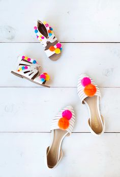 Pom poms are having a stylish moment right now, especially on sandals. If there's one thing I love, it's a trend that's easy to DIY. To join in on this fun spring trend, here's how to make a pair for yourself (and a matching pair for your mini me)… Supplies: White sandals (mine are consignment, Edie's are …