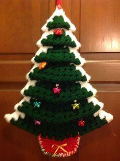 Crocheted Granny Square Christmas Tree - Her Crochet Diy Christmas Angel Ornaments, Primitive Christmas Crafts, Crochet Christmas Wreath, Christmas Tree Pattern, Christmas Door Decorations, Christmas Crochet Patterns, Holiday Crochet, Etsy Christmas, Crochet Tree
