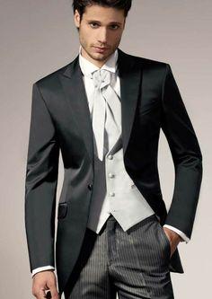 novio trajes originales colores tendencias modernas 2015