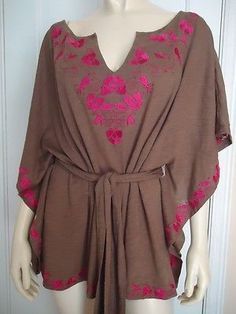 URBAN OUTFITTERS Top M Boho Hippie Cotton Knit Shirt Pullover Batwing Embroidery