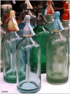 Bottiglie per il seltz Particolare 1/1 http://zibalbar-foto.overblog.com/2015/01/bottiglie-seltz.html