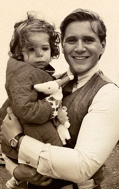 Downton Abbey: Tom Branson (Allen Leach) ,daddy and Baby Sybbie. Heart explodes <3 <3 <3