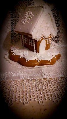 Tökéletes mézes recept, profitól, mázzal együtt – Tortaiskola Holidays And Events, Gingerbread, Xmas, Cookies, Cake, Food, Sweets, Crack Crackers, Ginger Beard