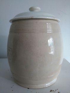 Muy antigua vasija orza.cartuja pickman.sellada.con tapa.26cm de alto. Precio 67€ Telefono 670794048, Maria