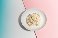Ich esse gernePasta mit cremigen Käsesoßen, finde aber – wie bei allem – dass sie dennoch so pur und schlicht wie möglich sein sollten.Besciamella versuche ich deshalb wenn möglich zu vermeiden und Sahne lasse ich aus dem Spielwo immer es nur geht. Mein Geschmack sind eher Spaghetti Cacio e pepe, bei denender Käse die ganze … Mehr lesen »