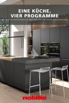 Die Küche zu planen, ist nur die halbe Miete. Denn wer mit nobilia plant, steht vor einer großen Auswahl an Dekoren, Programmen und Stilen, welche die Küche nachhaltig prägen. Diese Küche zeigt die Vielfalt von nobilia anhand von vier verschiedenen Optionen – als Programm Artis in Titanio matt, Structura in Eiche Nero, Inox in Stahl gebürstet oder als Easytouch in Rostrot ultramatt. #nobilia #küchenvielfalt #einrichtungsstil
