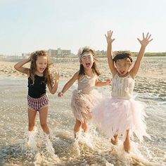 A moment of pure happiness and freedom, these three are loving life! Thank you @natashachiavello for this magic photo! #tutudumonde #freespirit #kidsfashion #happiness #friyay
