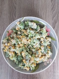 Brokkoli - SalatThis delicious broccoli salad is a combination of broccoli, bacon, red . This delicious broccoli salad is a combination of broccoli, Noodle Recipes, Pasta Recipes, Salad Recipes, Dinner Recipes, Skinny Broccoli Salad, Low Carb Broccoli Salad, Healthy Salads, Healthy Recipes, Healthy Food