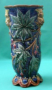"""Vase """" têtes de mufles """"  hauteur 28 cm  vers 1890 -1900  signé du T pour THURNER  en barbotine de Wasmuël"""