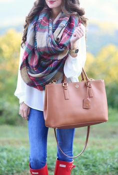 similar blanket scarf, cheaper one here // similar white blouse red Hunter boots, also here //...