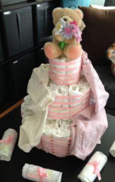 DIY baby shower - lag ting selv til baby showeren. Baby Shower Diapers, Baby Shower Cakes, Children, Birthday, Party, Diy, Babyshower, Babies, Cakes Baby Showers