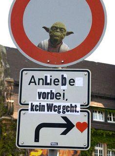 """wie geil!!! """"an liebe vorbei kein weg geht"""" #sign #prank #yoda #starwars"""
