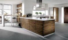 Cocina madera de olivo y encimera blanca