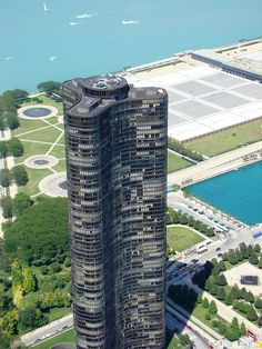 Lake Point Tower, Chicago, IL - easily in my top 10 favorite towers :)