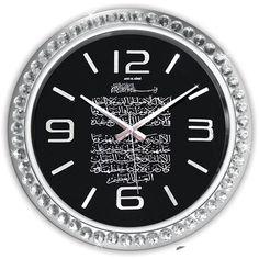 Ayetli Büyük Boy Duvar Saati  Ürün Bilgisi ;  Ürün maddesi : Plastik çerceve, Gerçek cam Ebat : 46 cm  Taşlarla tasarlanmış Ayet-el Kürsi Yazılı Şık ve hoş duvar saati Mekanizması (motoru) : Akar saniye, saat sessiz çalışır Saat motoru 5 yıl garantilidir Yerli üretimdir Duvar Saati sağlam ve uzun ömürlüdür Kalem pil ile çalışmaktadır Gördüğünüz ürün orjinal paketinde gönderilmektedir. Sevdiklerinize hediye olarak gönderebilirsiniz