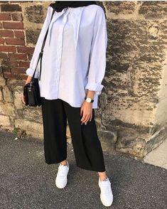 هوم سويت هوم 😴Your scarf is an essential portion inside the clothes of girls along with hijab. Modern Hijab Fashion, Street Hijab Fashion, Hijab Fashion Inspiration, Muslim Fashion, Modest Fashion, Hijab Fashion Style, Casual Hijab Outfit, Hijab Chic, Casual Outfits