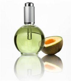 Oliwka do skórek i paznokci to profesjonalny produkt pielęgnacyjny, który poprawia wygląd i Perfume Bottles, Nails, Finger Nails, Ongles, Perfume Bottle, Nail, Nail Manicure