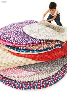 Wool Felt Ball Rug - When thinking about carpets to your home, oval rugs and round should be taken into account. Felt Diy, Felt Crafts, Diy Crafts, Felt Ball Rug, Pom Pom Rug, Creation Couture, New Carpet, Diy Projects To Try, Rug Making