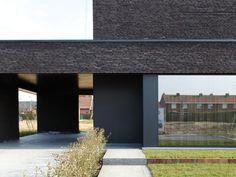 Maisons à voir - Livios Stone Facade, Villa, Brick Colors, Construction Design, House Entrance, Facade Design, Home Projects, Modern Architecture, Building A House