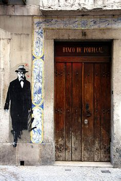 Street art in Lisbon, Portugal (this firgure is the image of Fernando Pessoa one of the greatest portuguese poets with many many heteronyms) Portugal Photos, Art Public, Portuguese Culture, Art Ancien, World Of Color, Street Art Graffiti, Klimt, Chalk Art, Algarve