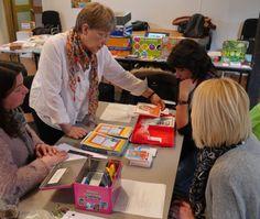 Taalspelletjes, leren door te spelen! Op speelse manier taalvaardigheid in de OKAN-klas en in het secundair onderwijs bevorderen. Datum/uur dinsdag 8 maart 2022 van 09.30 uur tot 12.30 uur Status Inschrijven Doelgroepen Leerkrachten Lerarenopleiding Secundair onderwijs Volwasseneneducatie BuO Leerzorg Prijs 40€ Waar Documentatiecentrum Atlas Antwerpen Antwerpen INHOUD? Speel je mee? Bij deze workshop staat het vormingslokaal boordevol taalspelletjes en speelse werkvormen om de Nederla