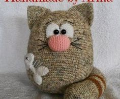 "Find and save images from the ""Handarbeit - Amigurumi / Mochimochi u."" collection by Gabis Welt :) (gabi_zitzen) on We Heart It, your everyday app to get lost in what you love. Knitted Cat, Knitted Dolls, Crochet Dolls, Amigurumi Patterns, Knitting Patterns, Crochet Patterns, Gato Crochet, Knit Crochet, Cat Crafts"