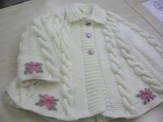 Abrigo blanco bordado