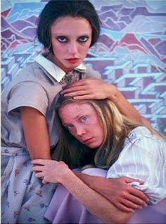 """Three Women"", Shelley Duvall and Sissy Spacek (Robert Altman). Sissy Spacek, Carrie White, Robert Altman, Woman Movie, Iconic Women, Film Stills, Film Movie, Good Movies, Pretty People"