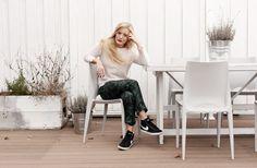 Nike high-tops, printed pants