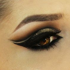 #MAKEUP # double #black & #glitter #gold #eyeliner I love the way she have…
