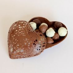 Renda-se! Coração rendado de chocolate ao leite com trufas
