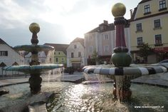 Hundertwasserbrunnen in Zwettl Austria, Heart Of Europe, Places Ive Been, Fountain, Wanderlust, Mansions, House Styles, Outdoor Decor, Travel
