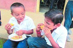 Honduras: Sin merienda escolar más de cinco mil niños en Namasigüe  Autoridades de educación supervisarán escuelas antes de entregar nuevas raciones de alimentos Estos menores, acostumbrados a recibir una ración de comida por parte del Estado y de la cooperación internacional, sienten el impacto de la falta de alimentos, lo cual al final golpea el rendimiento en el proceso de aprendizaje…