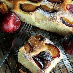 Sponge cake with plums - BEST! Pineapple Coconut Bread, Polish Recipes, Polish Food, Sponge Cake, Food Cakes, Cake Recipes, French Toast, Cheesecake, Food And Drink