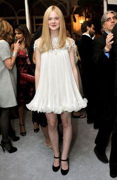 Elle Fanning in Marchesa  ( Such a cute dress!!)
